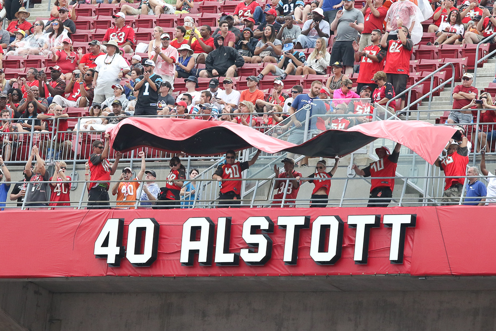 Former running back Mike Alstott joined the Bucs' Ring of Honor. /ANDREW J. KRAMER