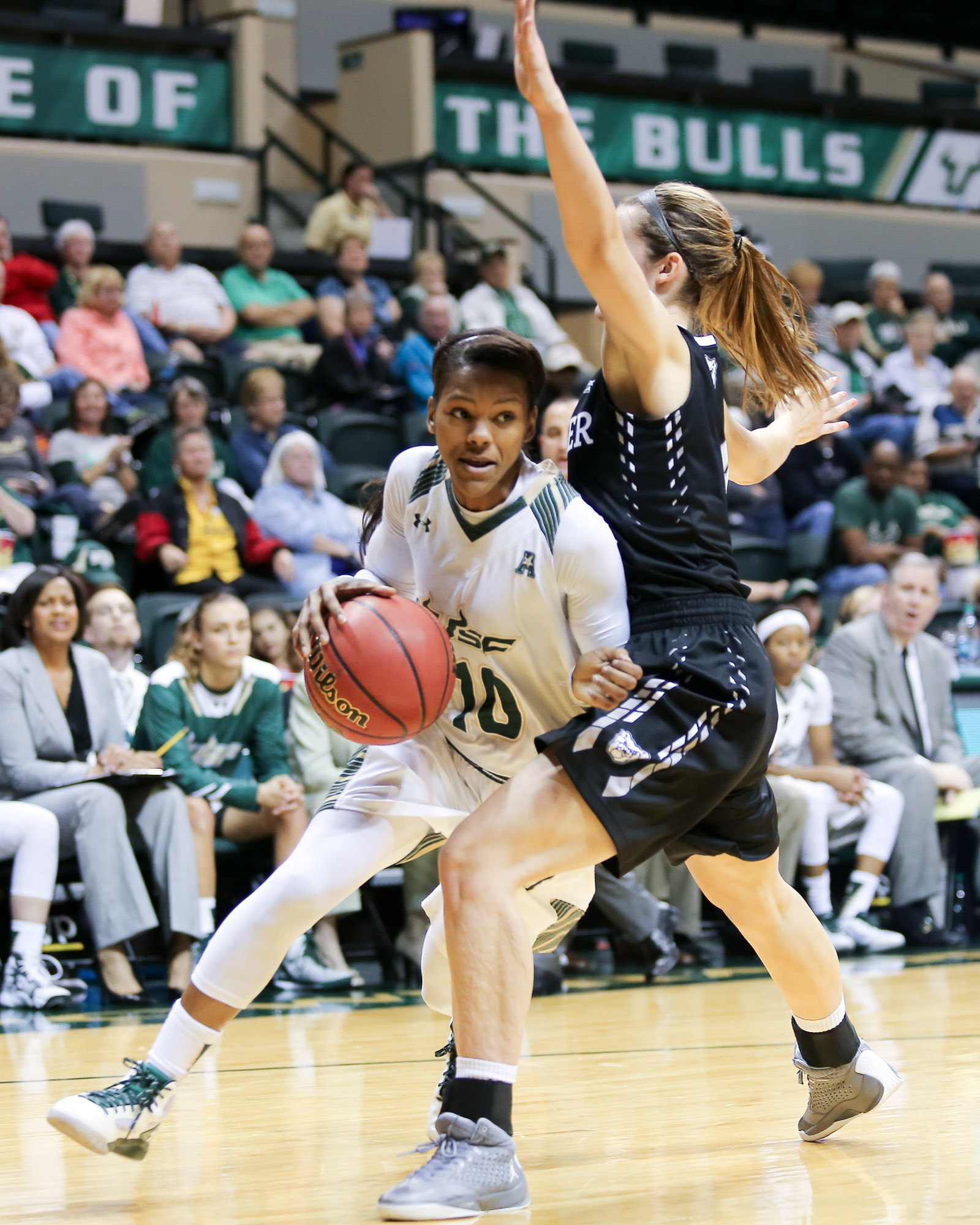 Williams drives to the basket in her 29 point, 10 rebound performance/ANDREW J. KRAMER