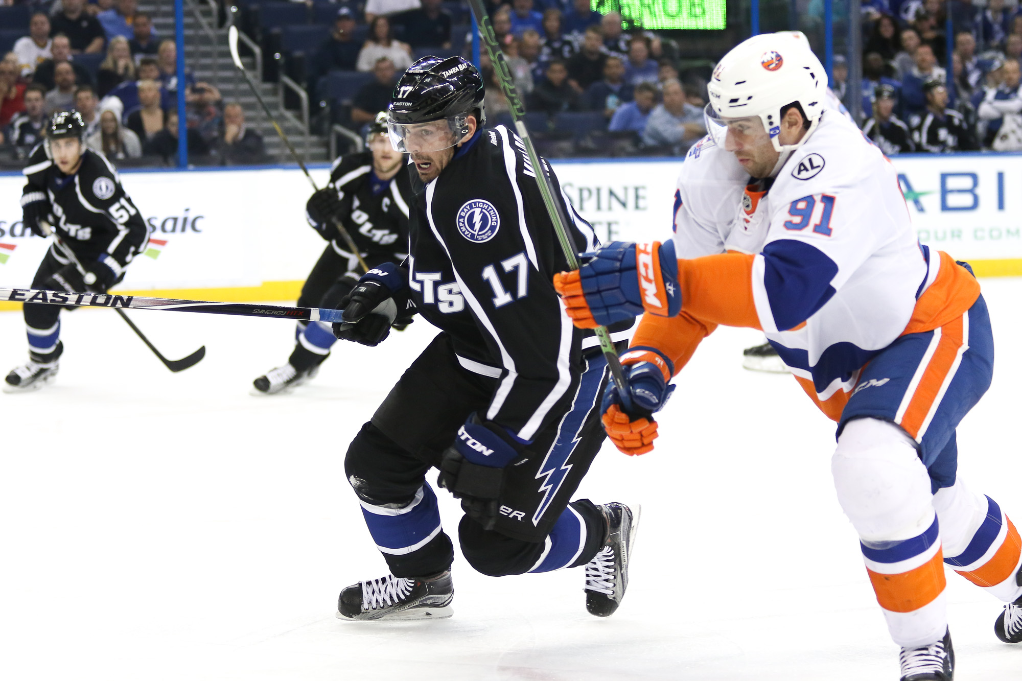Killorn races for the puck against Tavares./ANDREW J. KRAMER