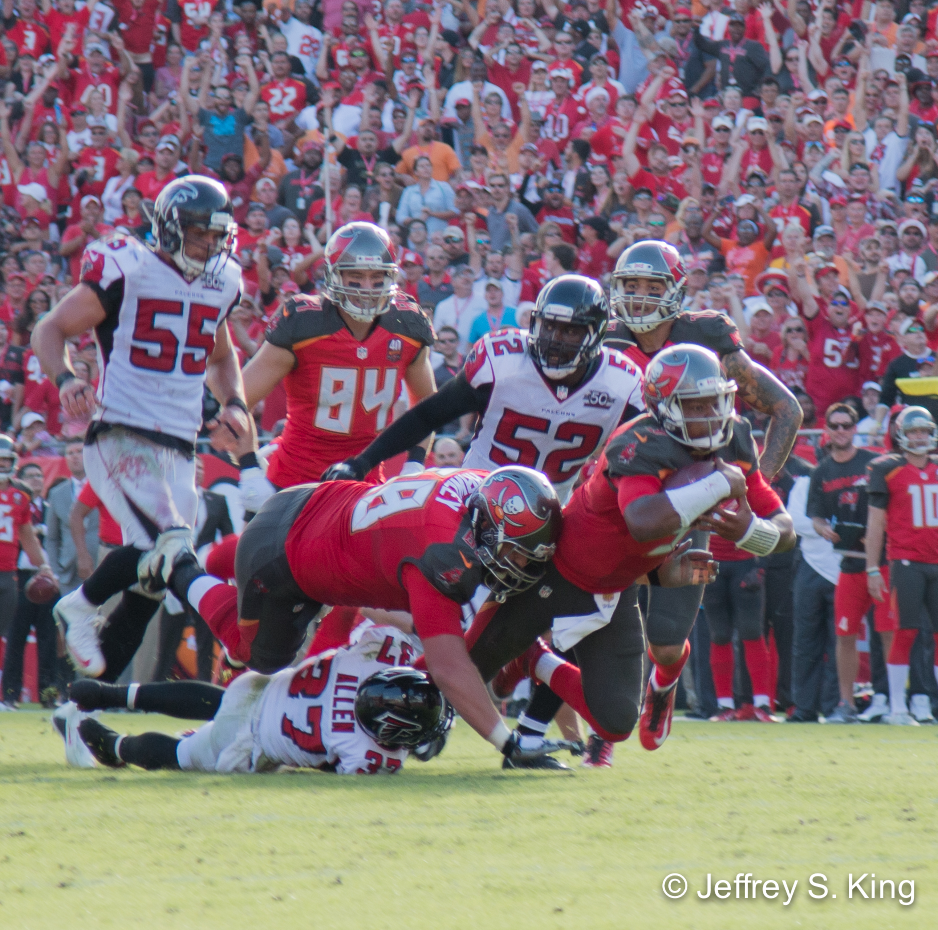 Winston's 20-yard run on third-and-19 helped the Bucs win.
