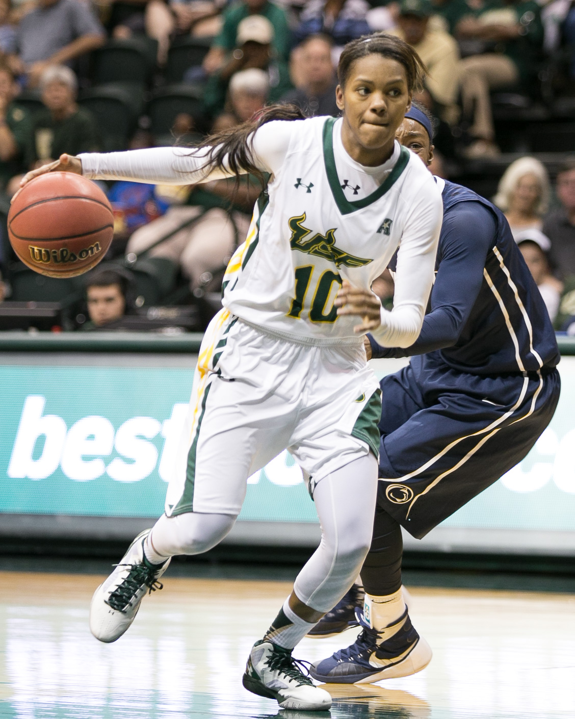 Williams pushes up the court in her 30-point performance/ANDREW J. KRAMER