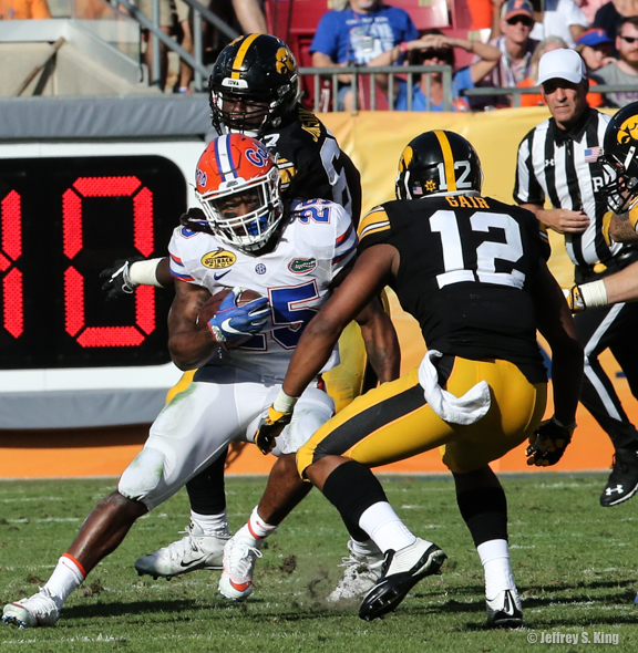 Jordan Scarlett rushed for 96 yards for Gators./JEFFREY S. KING