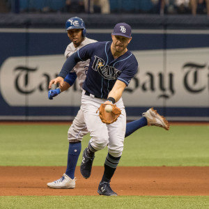 Longoria makes defensive play in Rays' defeat../STEVEN MUNCIE