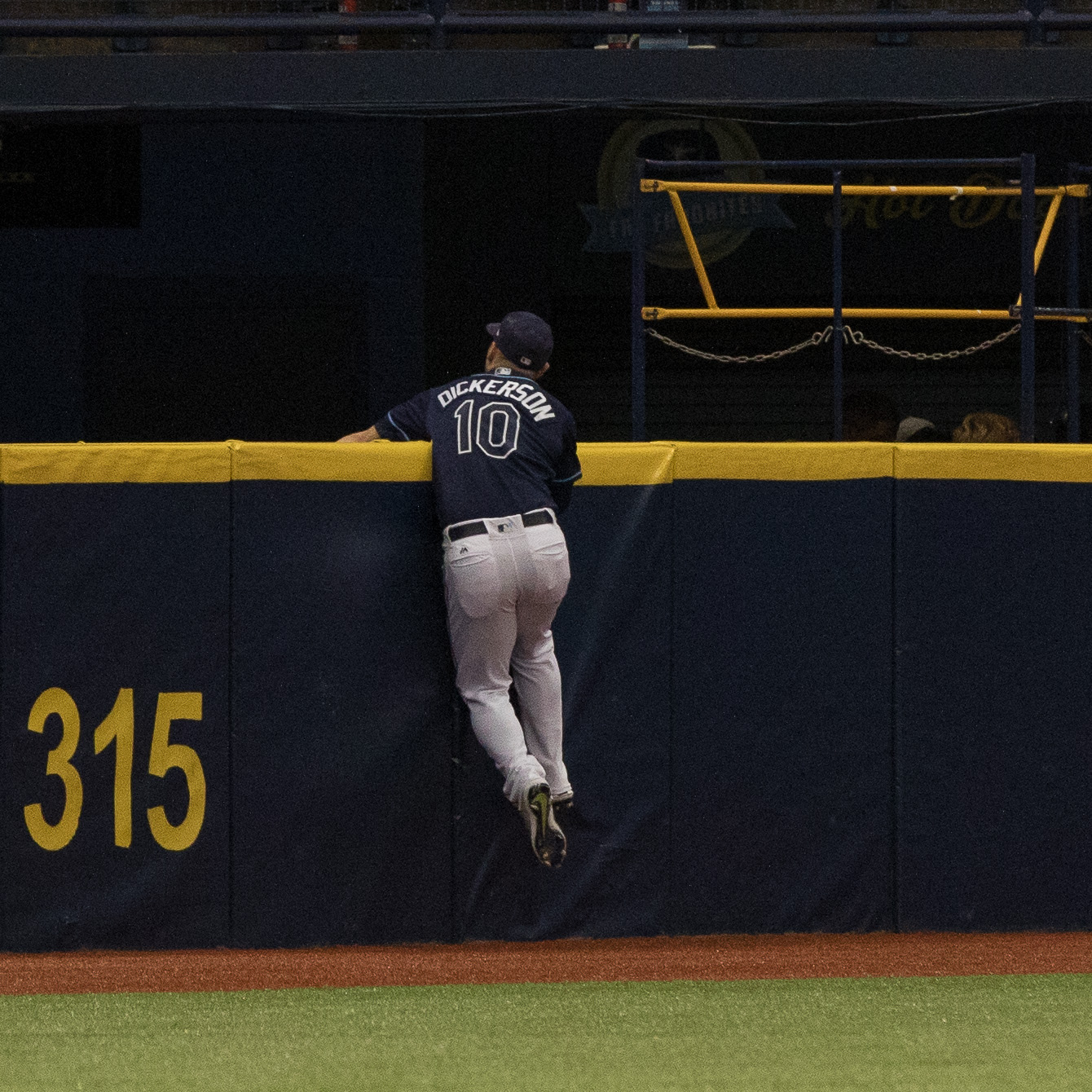 Dickerson robs Eric Rasmus of homer in a play that should have set the tone, but didn't../STEVEN MUNCIE