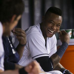Beckham has a laugh in the dugout./CARMEN MANDATO