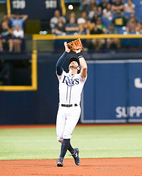 Evan Longoria makes a play in the Rays' victory./JEFFREY S. KING