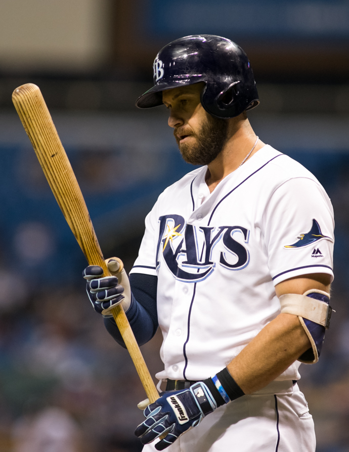 Longoria started a crucial double play in the ninth./CARMEN MANDATO