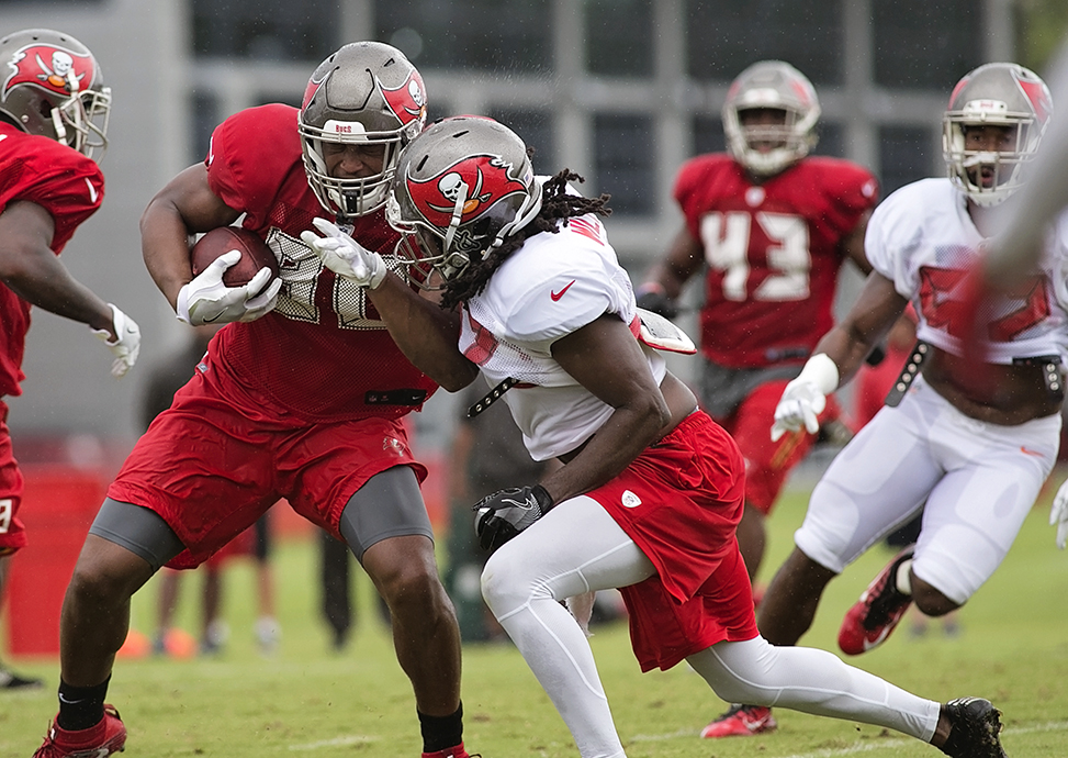 O.J. Howard after a catch for Bucs./CARMEN MANDATO