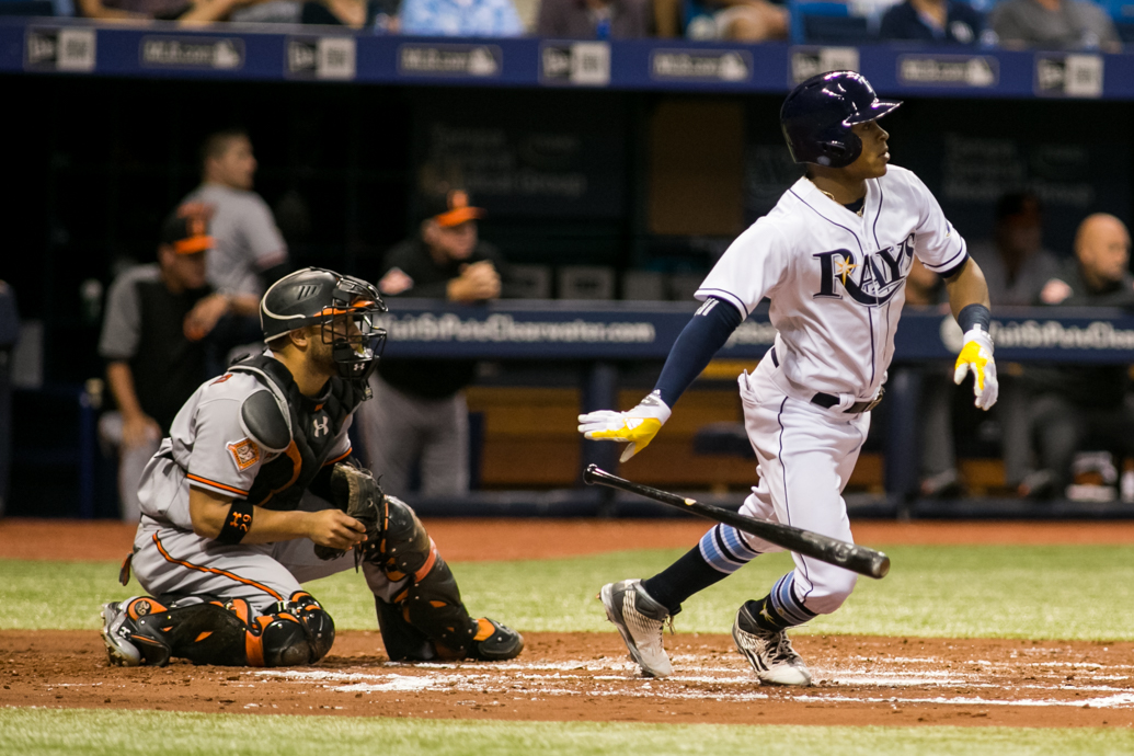 Smith singles to center in the second inning for the Rays./CARMEN MANDATO