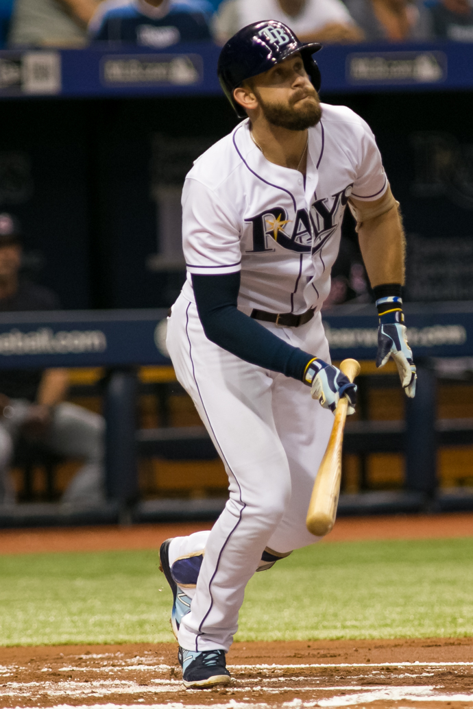 Longoria tied the game with a double in the eighth./CARMEN MANDATO