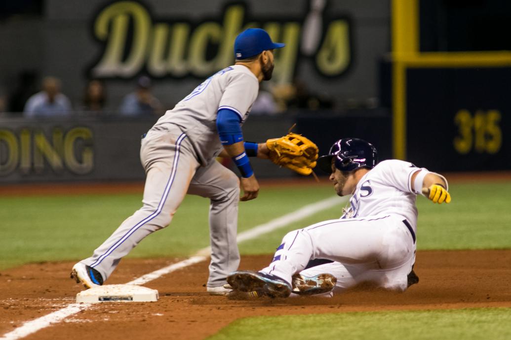 Longoria triples in the sixth inning./CARMEN MANDATO
