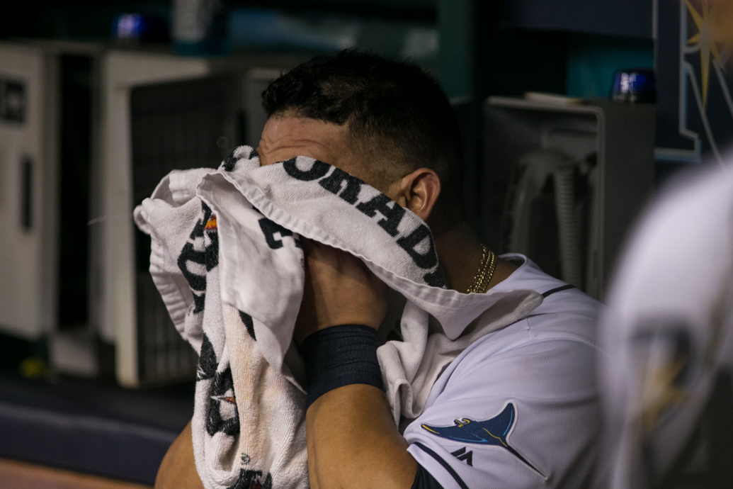 Wilson Ramos, who had a tough night, buries his face./CARMEN MANDATO