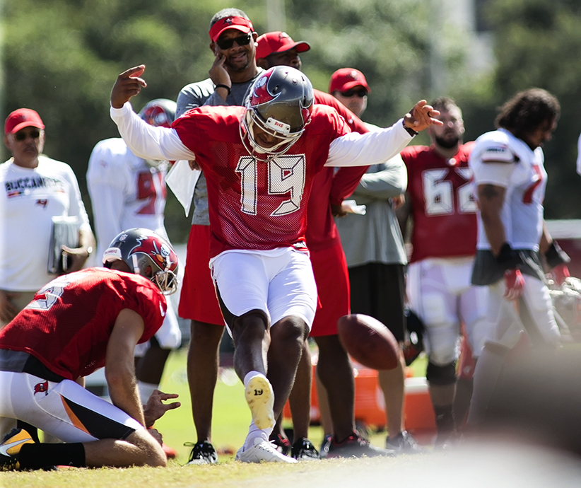 Aguayo didn't last long with the  Bucs../CARMEN MANDATO