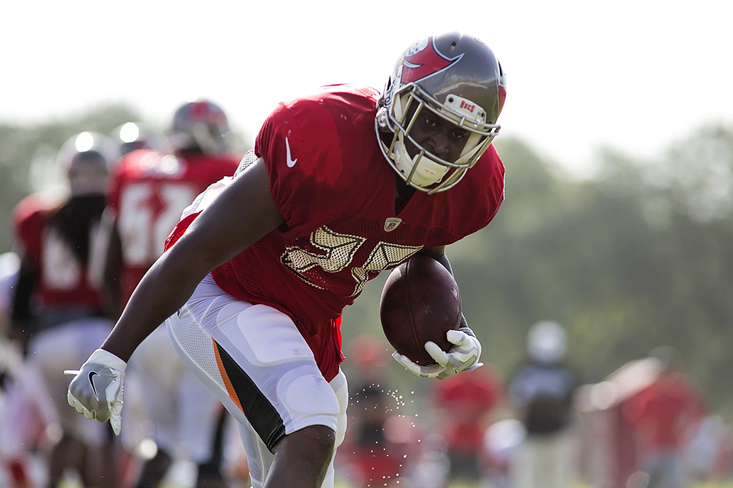 The Bucs Charles Sims remains a good receiver./CARMEN MANDATO