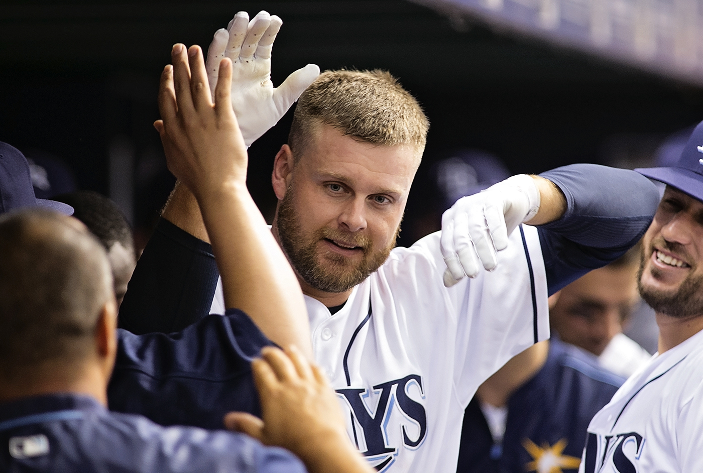 Duda celebrates home run to lead Rays./CARMEN MANDATO