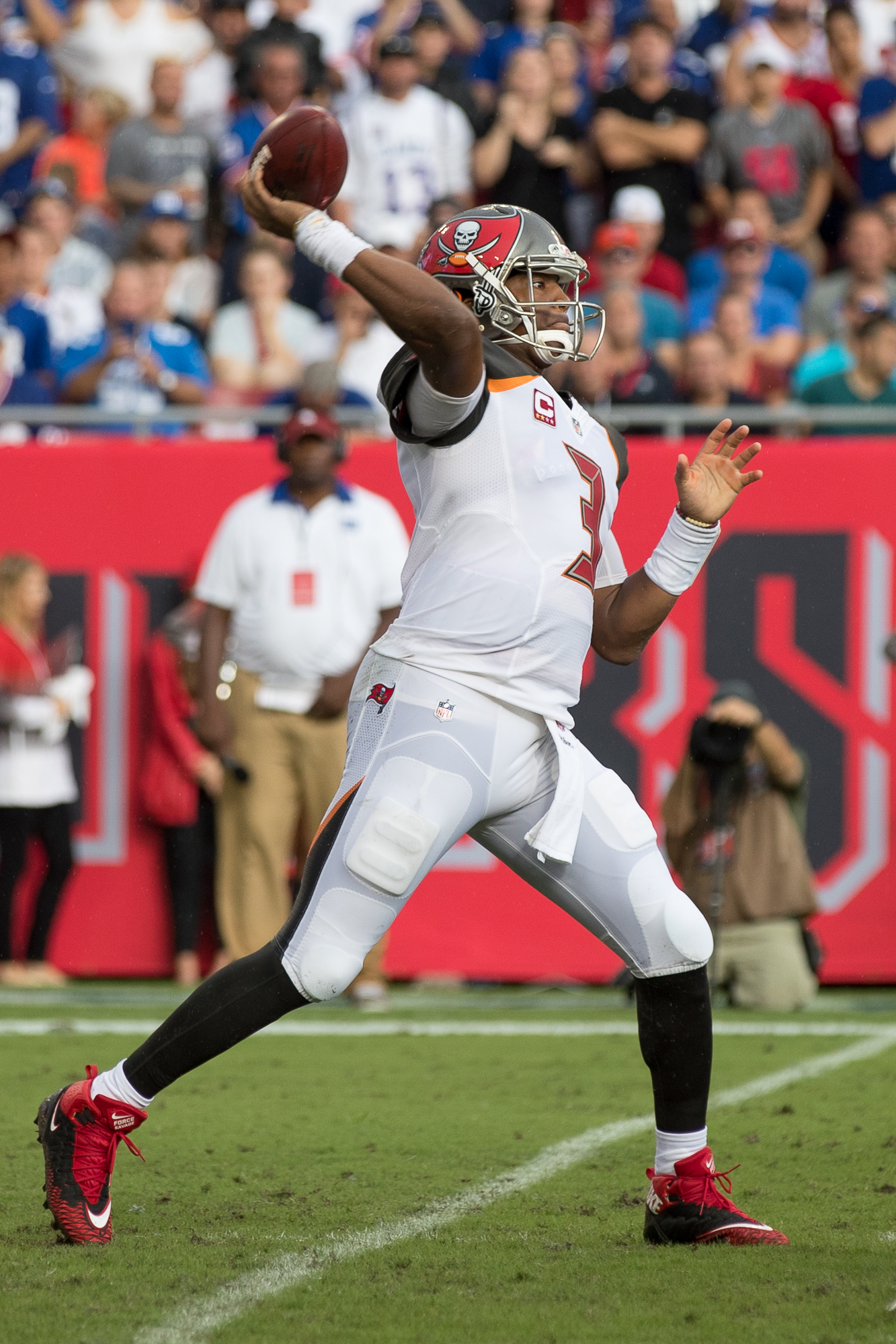 Jameis Winston was five-for-five in the winning drive./STEVEN MUNCIE