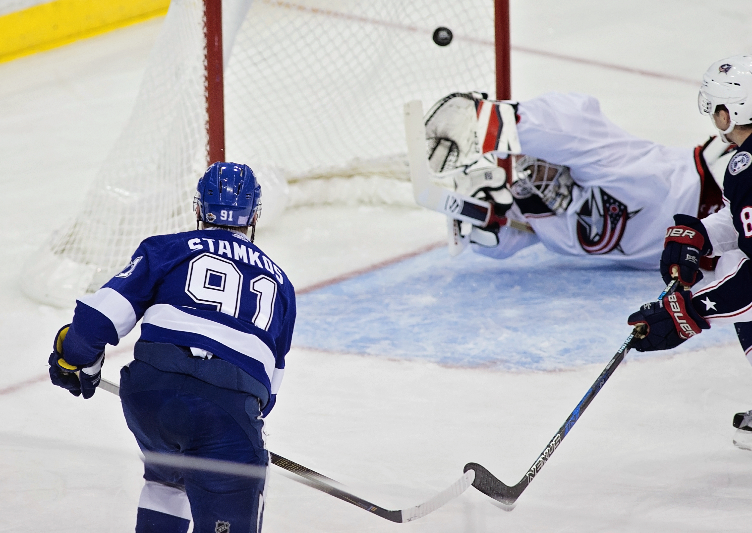 Stamkos scores to give Tampa Bay a lead./CARMEN MANDATO