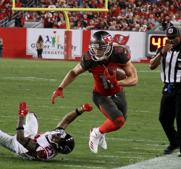 Humphries makes a catch for Bucs./JEFFREY S. KING