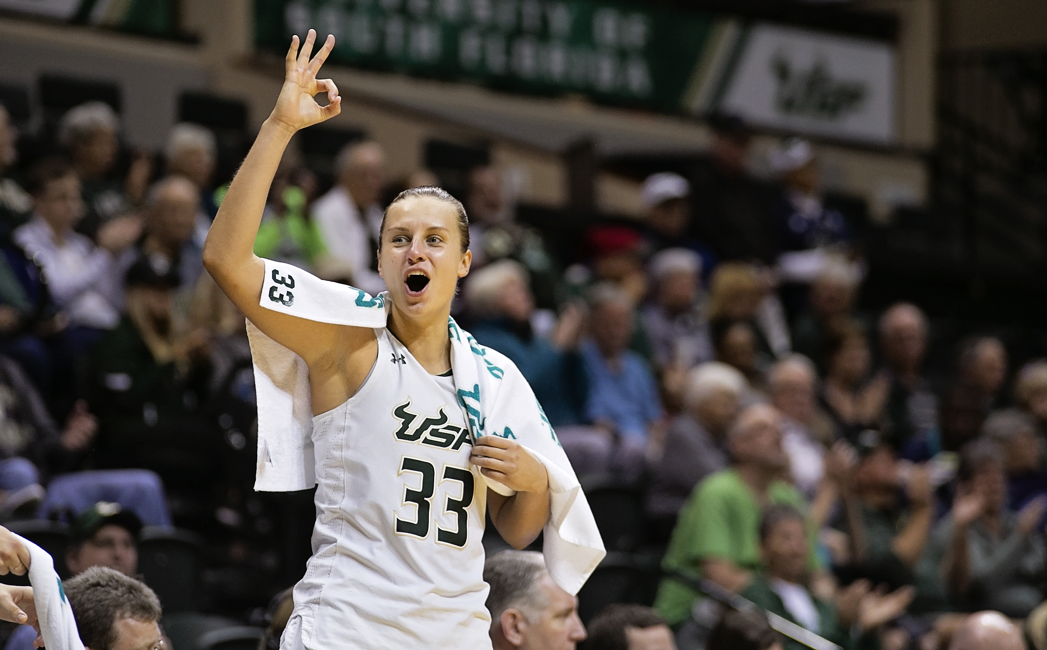 Lakss hit 11 three-pointers for USF./CARMEN MANDATO