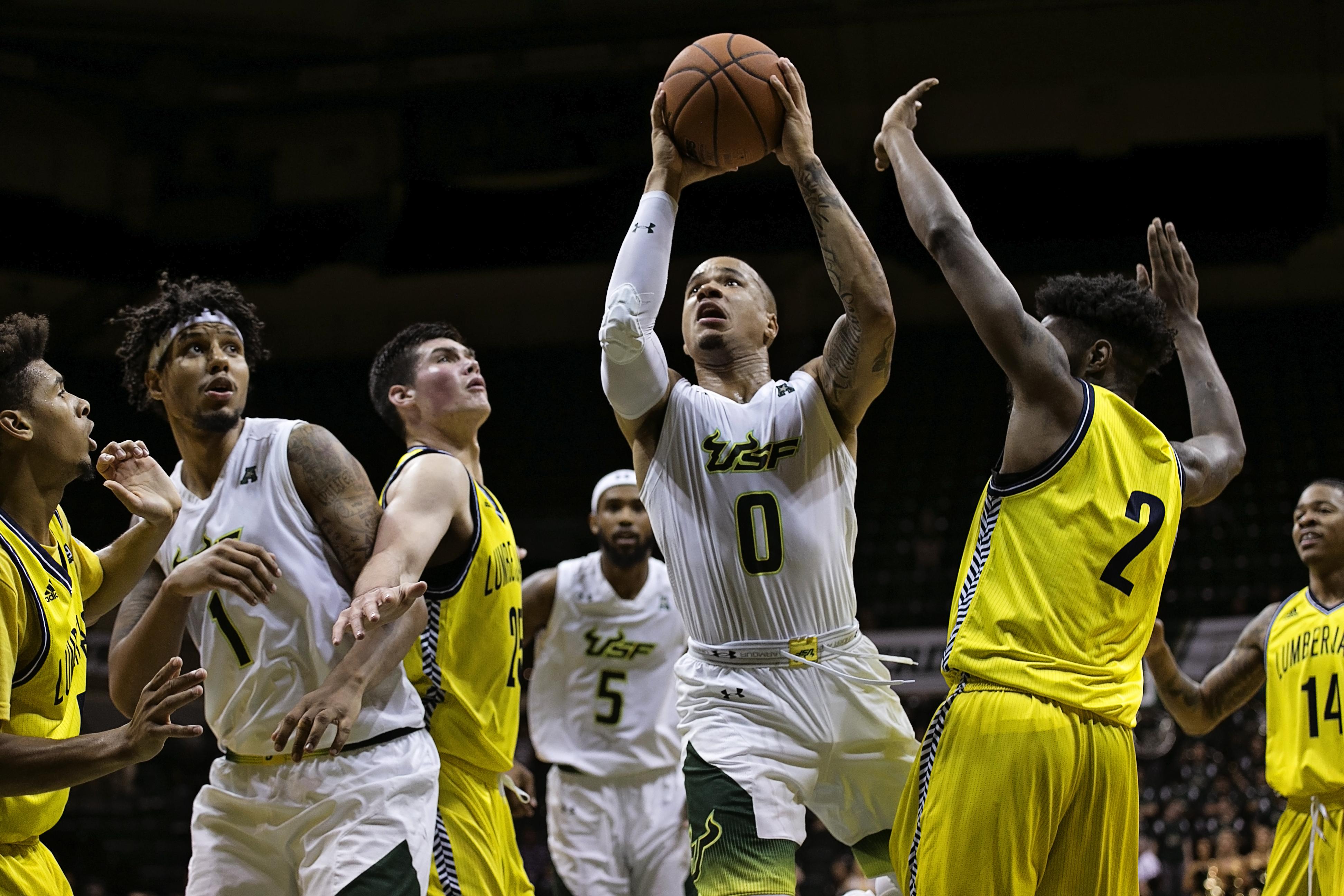 Jiggetts drives to the basket for Bulls./CARMEN MANDATO