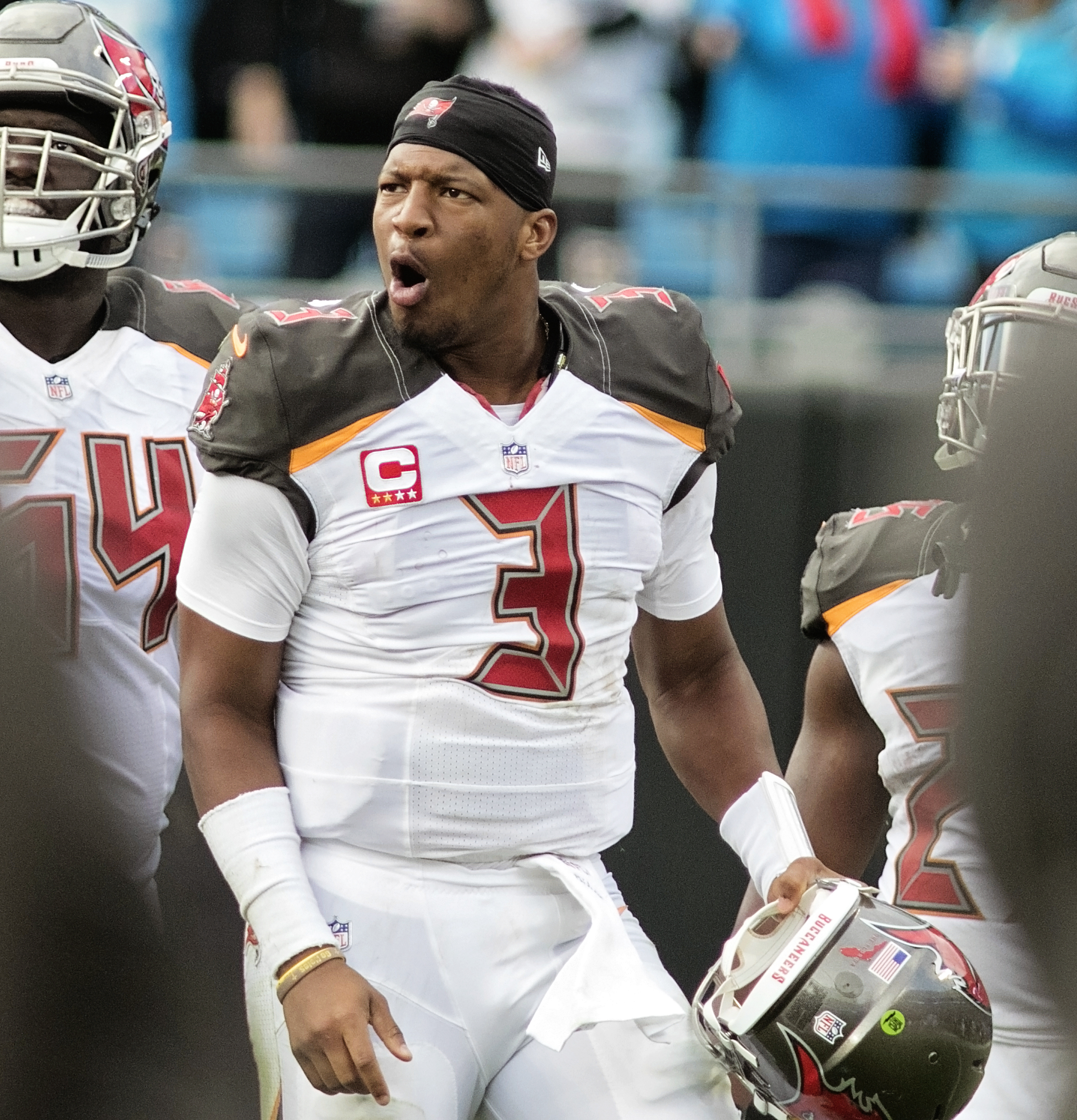 Winston insists he recovered his third fumble./CARMEN MANDATO