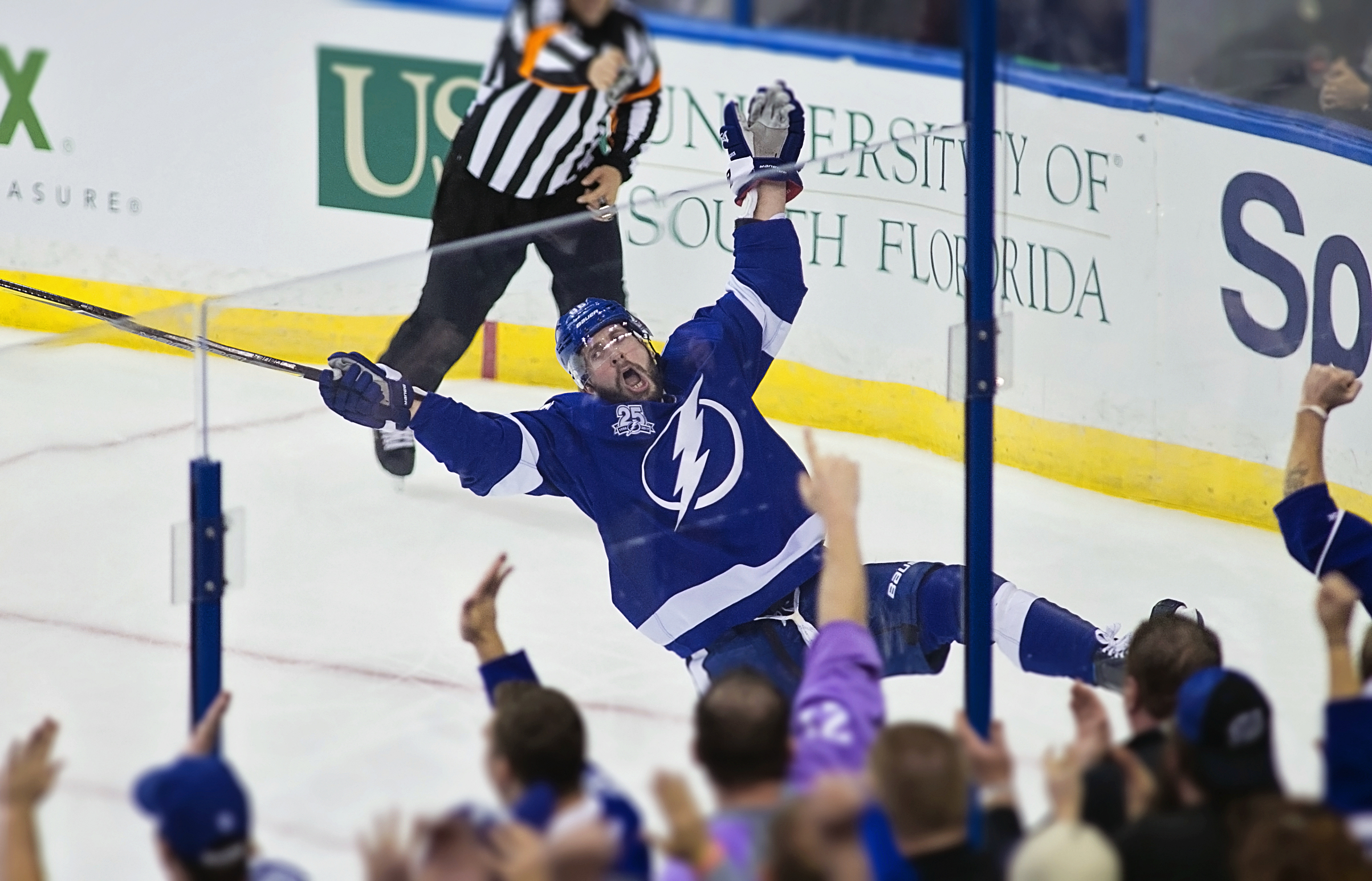 Kucherov celebrates a skid-breaking goal./CARMEN MANDATO