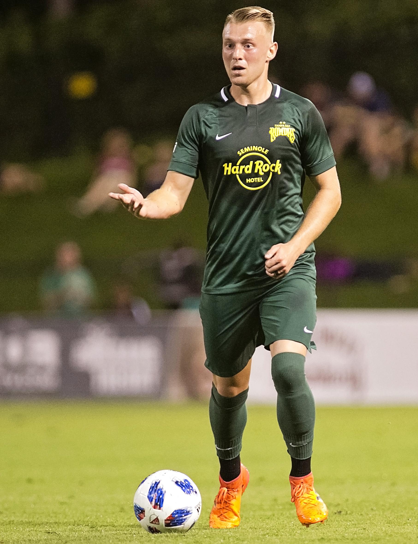 Jack Blake moves the ball for the Rowdies./CARMEN MANDATO