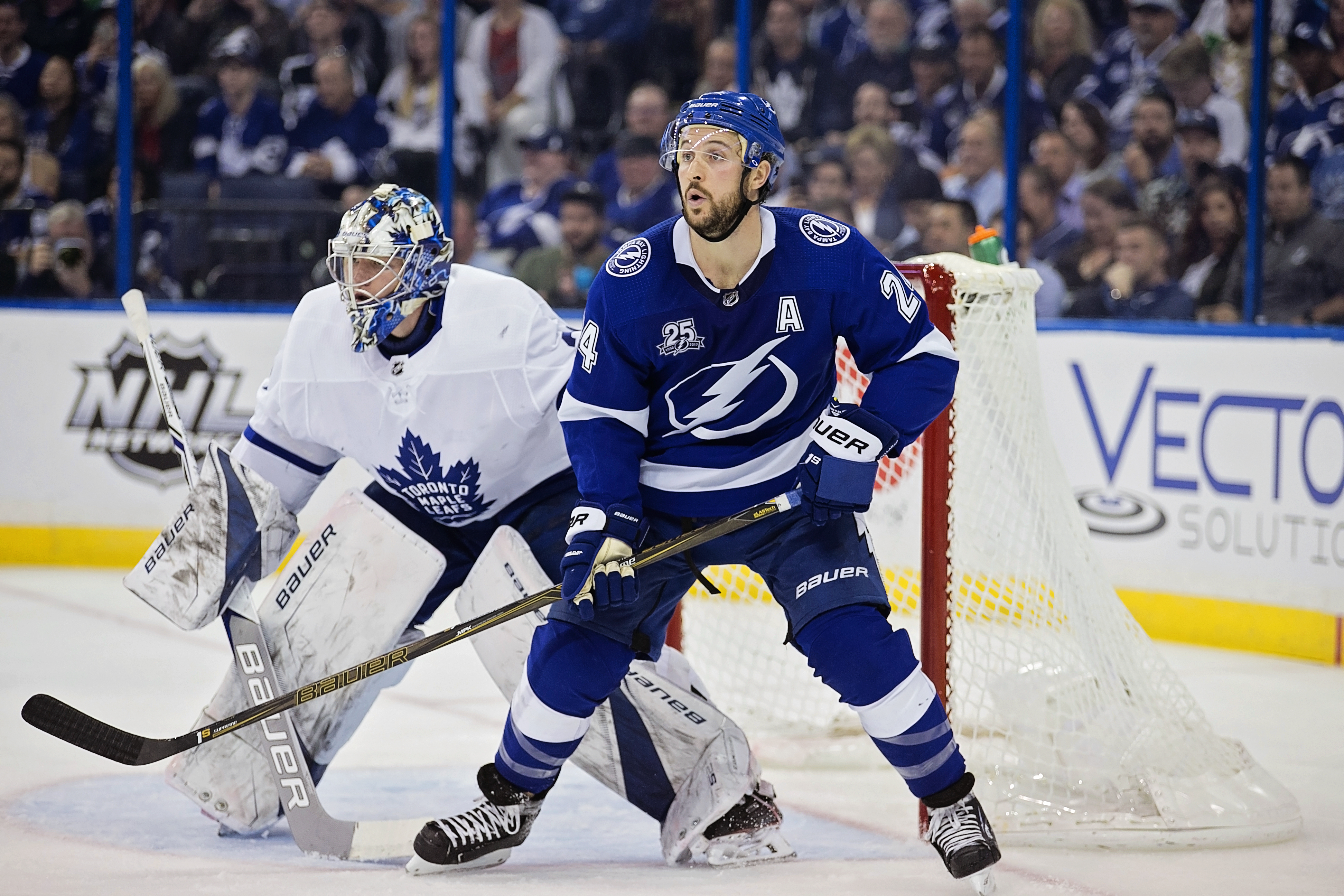 Callahan fights for position for Bolts./CARMEN MANDATO
