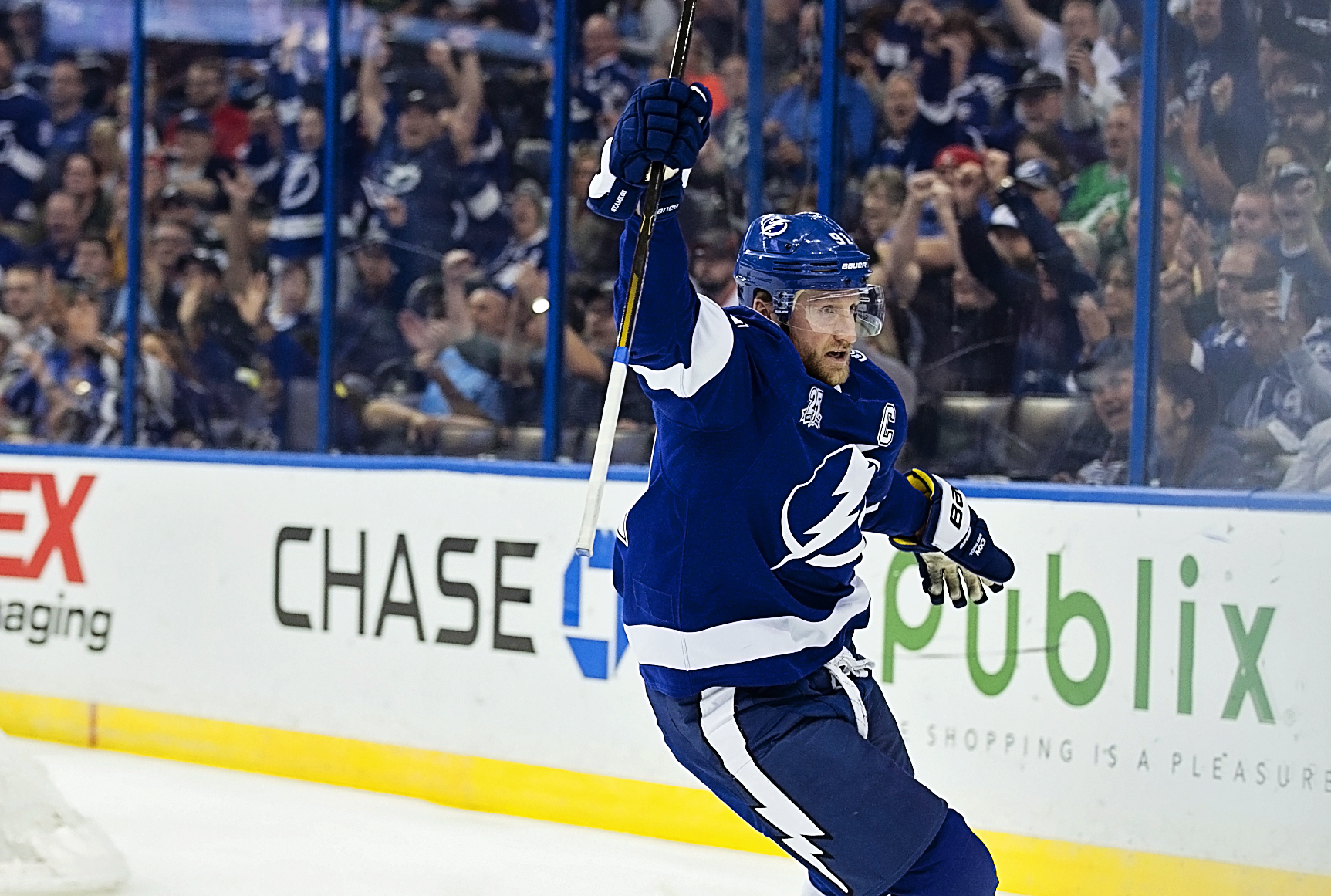 Steven Stamkos scores the first of his two goals./CARMEN MANDATO