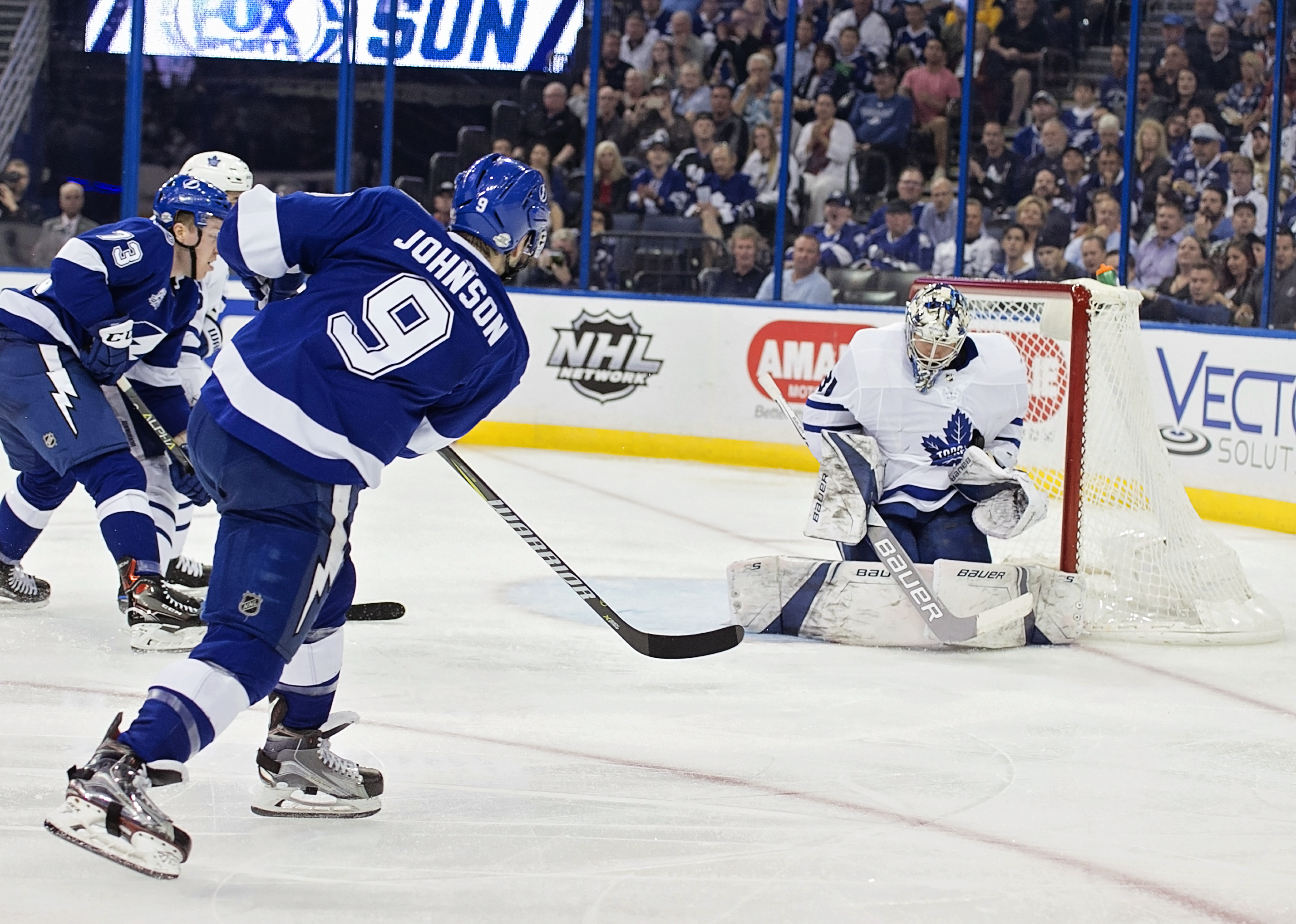 Tyler Johnson puts a shot on net for Bolts./CARMEN MANDATO