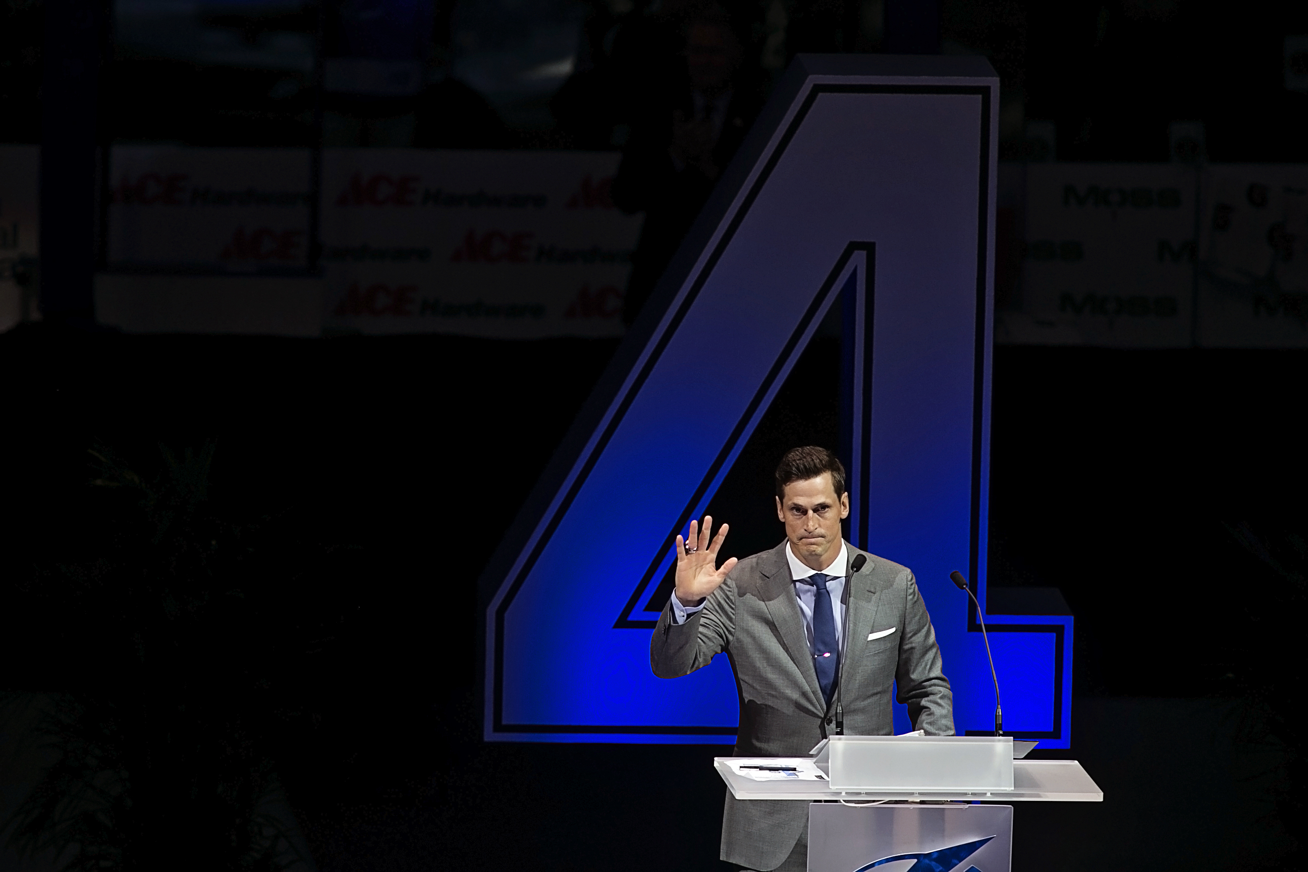 The Lightning retired Vinny Lecavalier's number./CARMEN MANDATO
