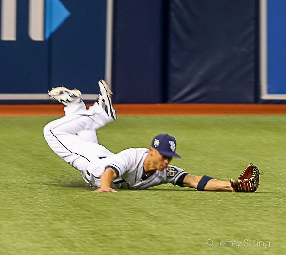 Refsnyder makes a diving catch for Rays./JEFFREY S. KING
