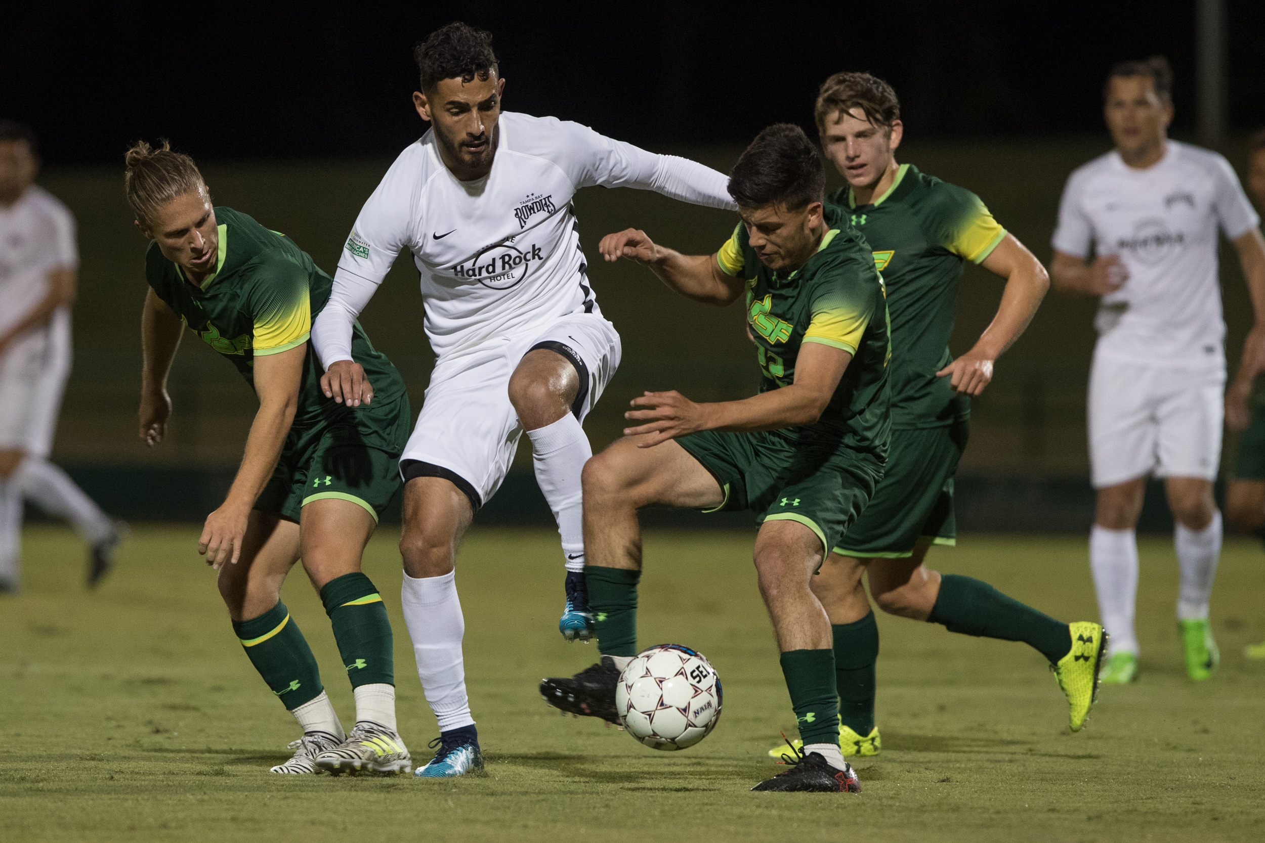Leo Fernandes is surrounded by USF defenders ./STEVEN MUNCIE