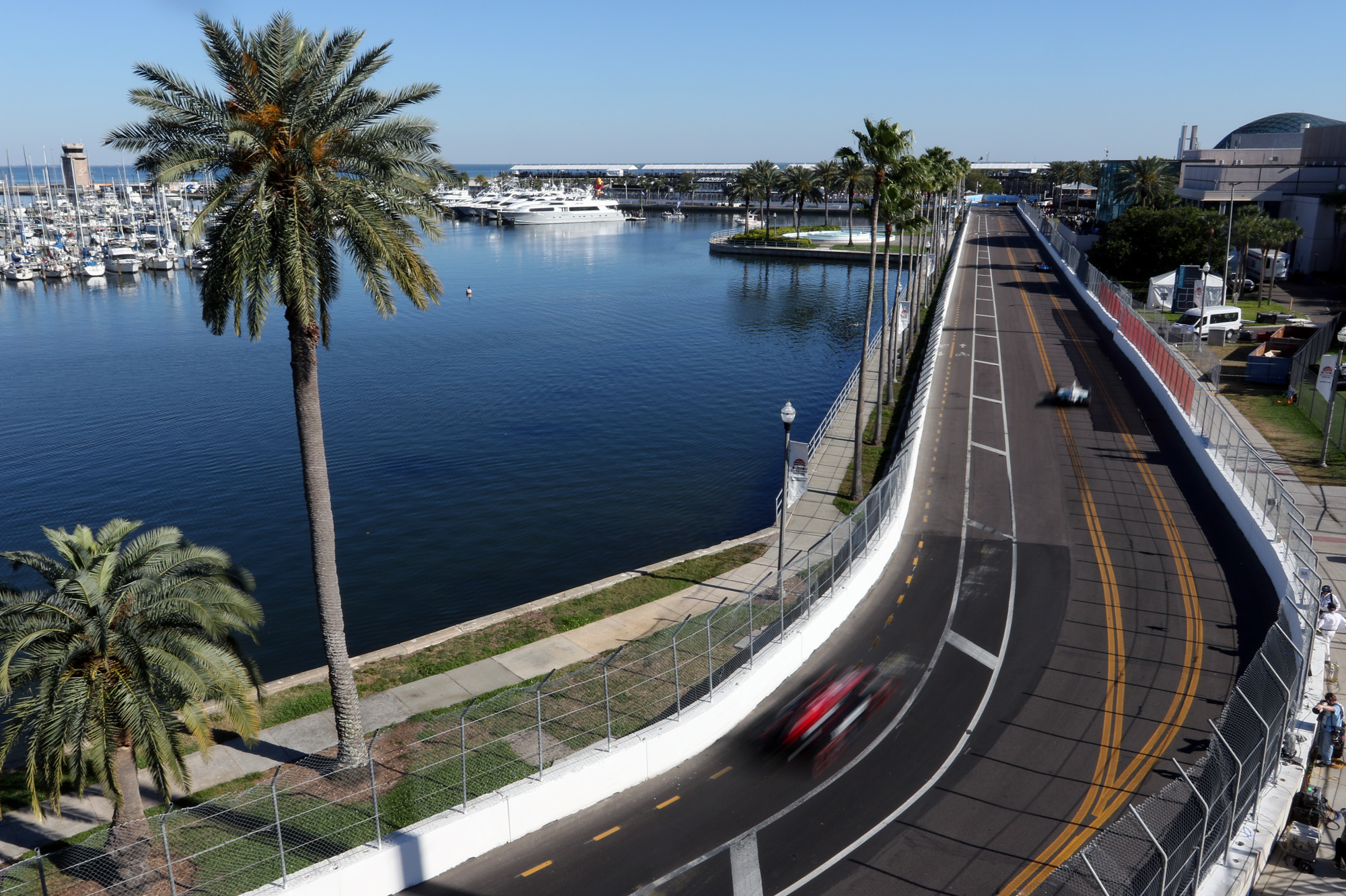 Drivers whip around the waterfront curves during IndyCar practice./ANDREW J. KRAMER