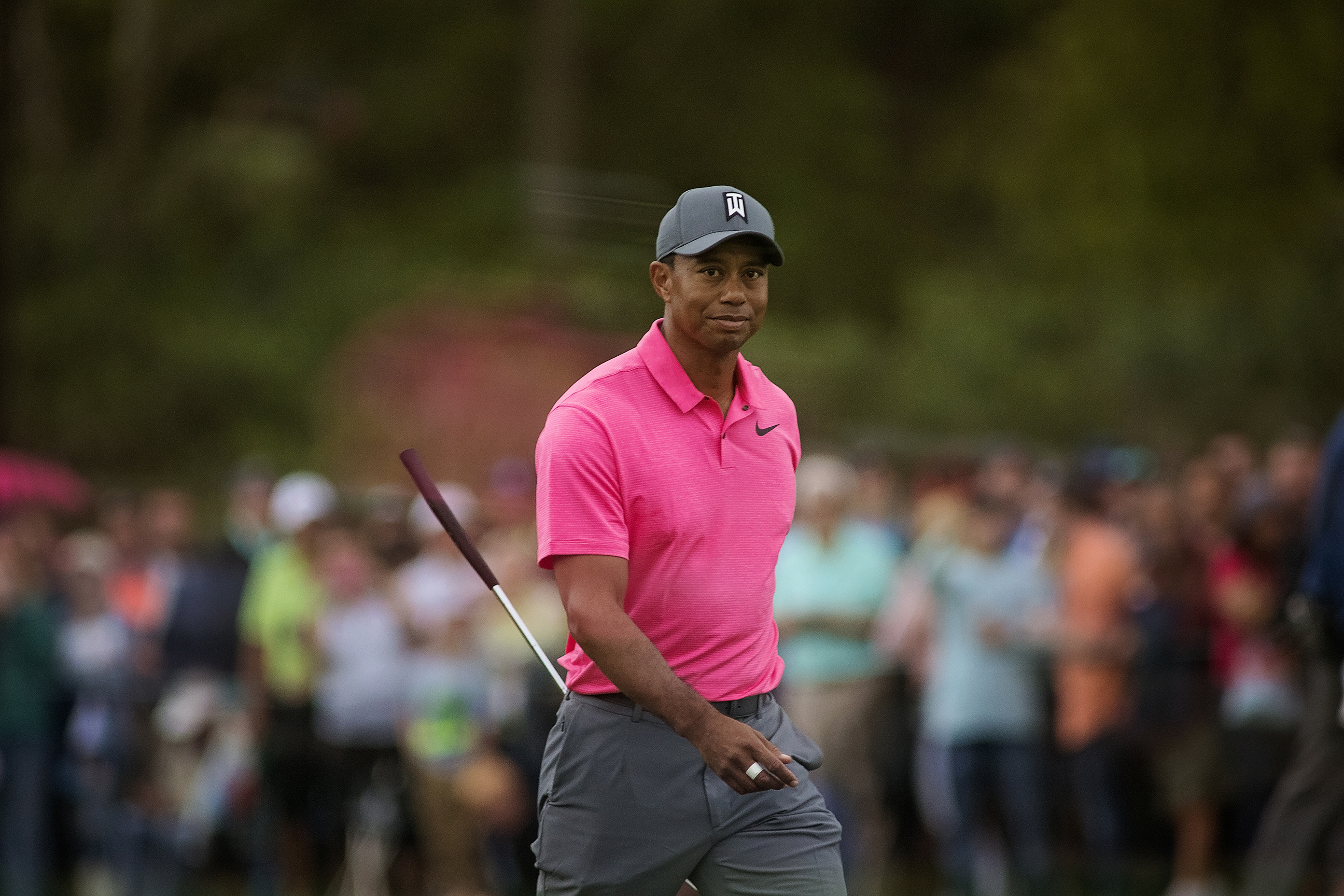 Can the rest of the field hold off Tiger?/CARMEN MANDATO