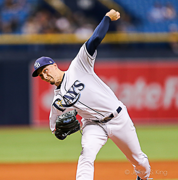 Snell won his 10th game on a one-hitter through seven./CARMEN MANDATO