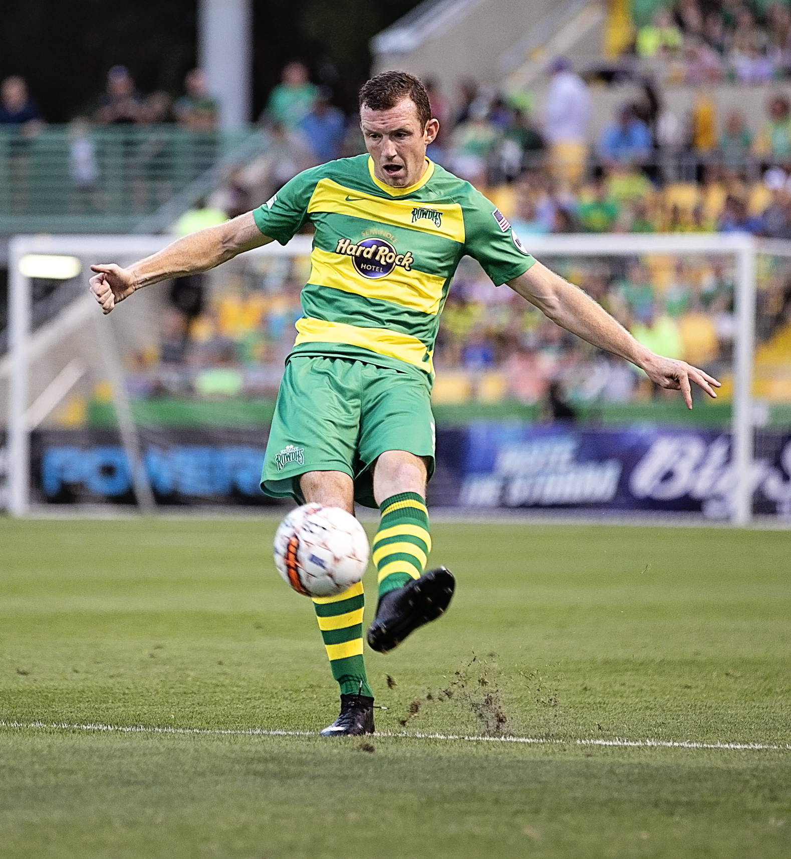Collins handles the ball for Rowdies./CARMEN MANDATO