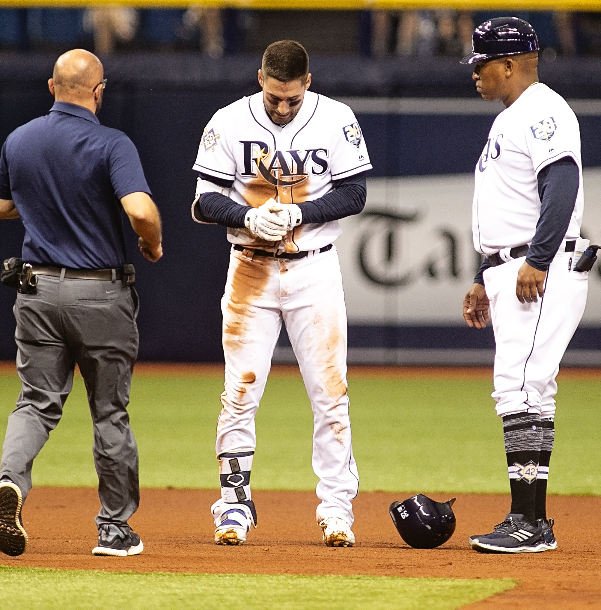 Tampa Bay Rays center fielder Kevin Kiermaier (39) injured sliding into 2nd_206