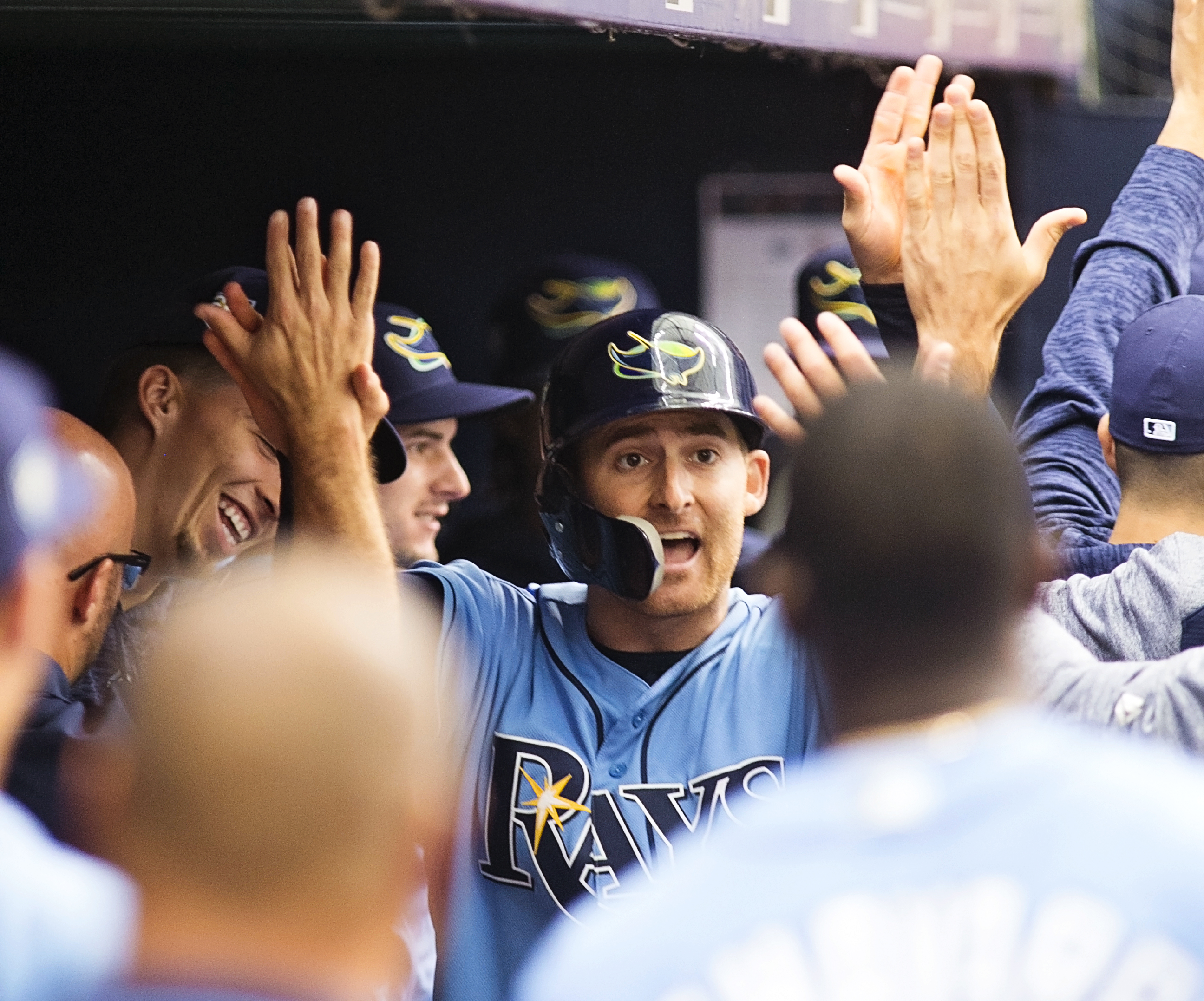 Brad Miller is congratulated after his second-inning homer./CARMEN MANDATO