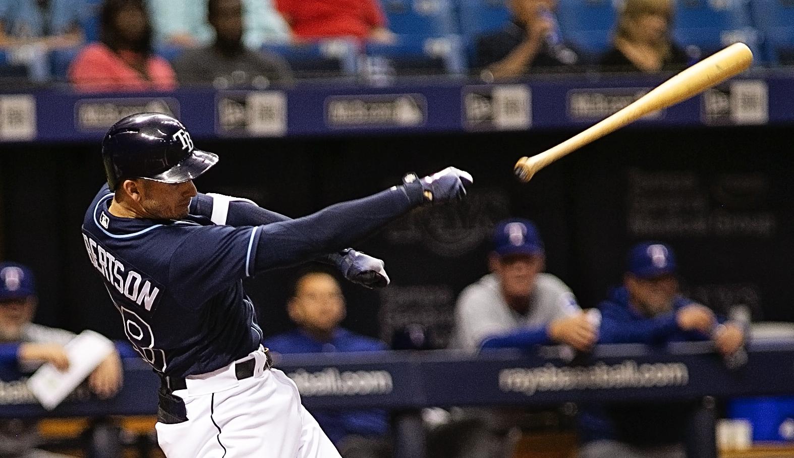 The bat gets away from Daniel Robertson./CARMEN MANDATO
