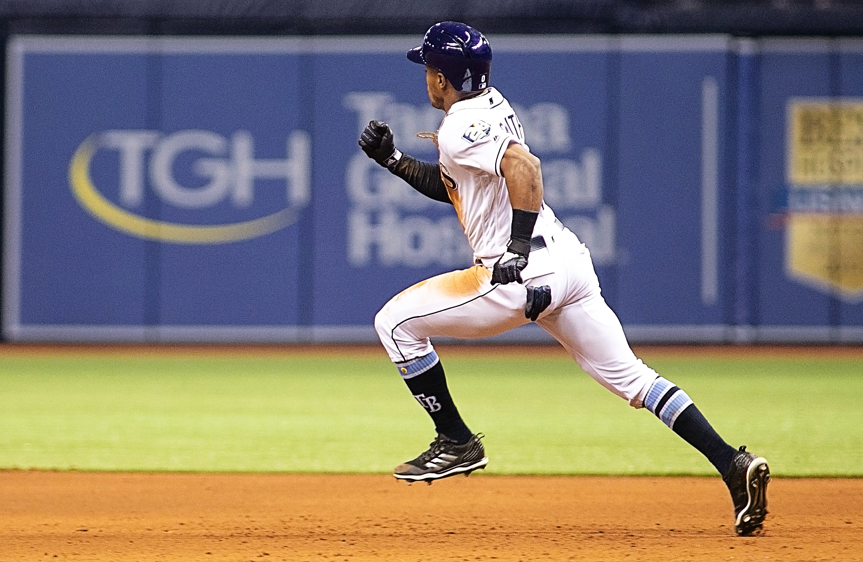 Smith doubles in the eighth for the Rays./CARMEN MANDATO