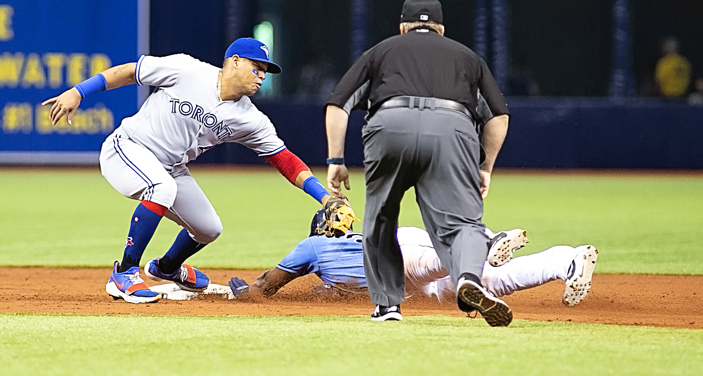 Gomez is caught stealing in the third./CARMEN MANDATO