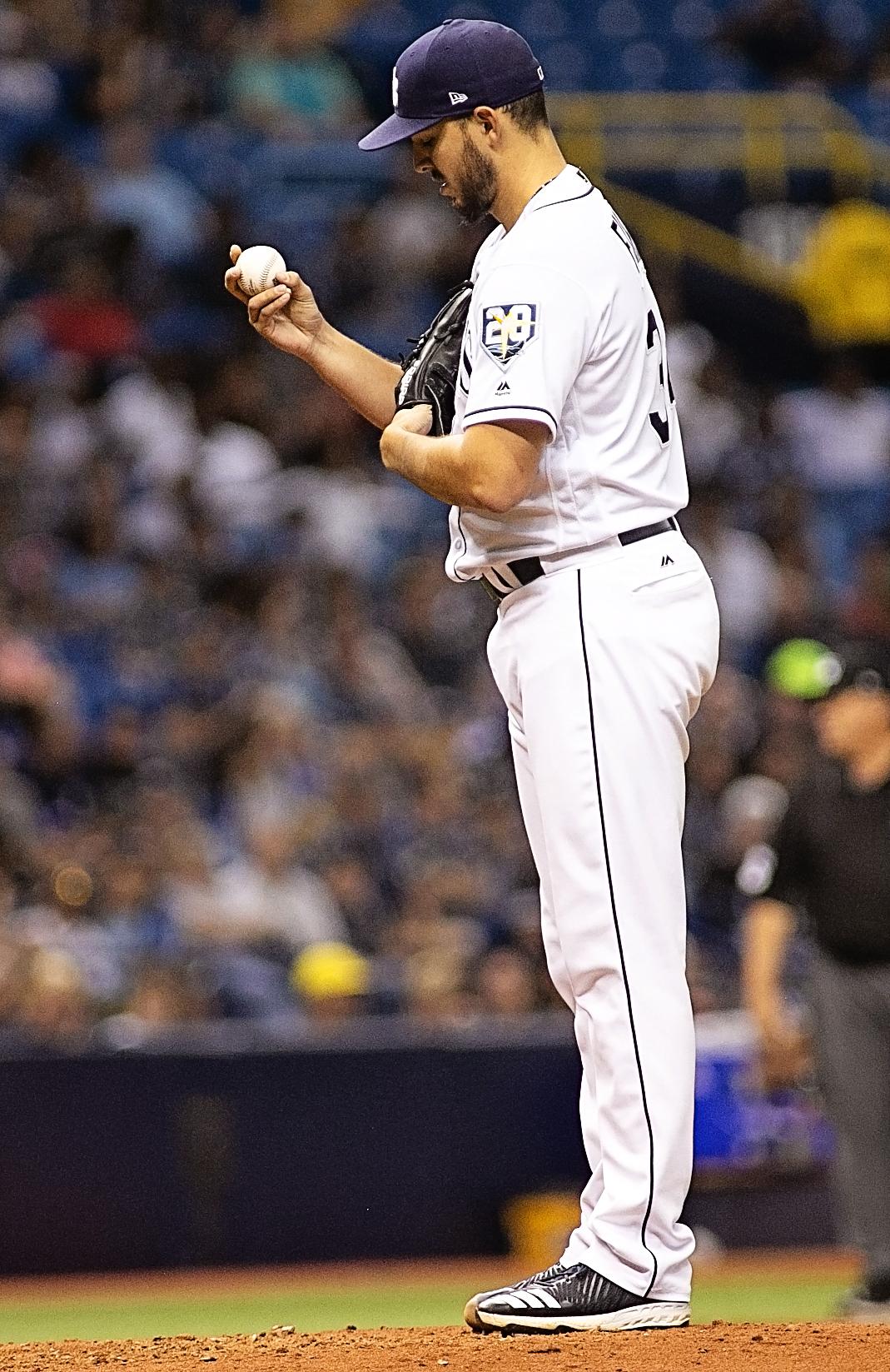 Farila won his third game with a three-hitter./CARMEN MANDATO
