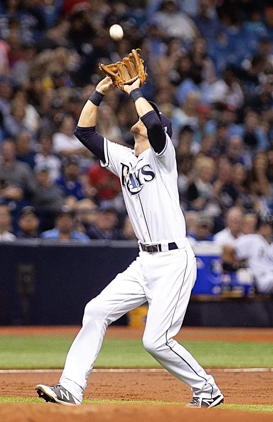 Duffy makes a catch in foul territory./CARMEN MANDATO