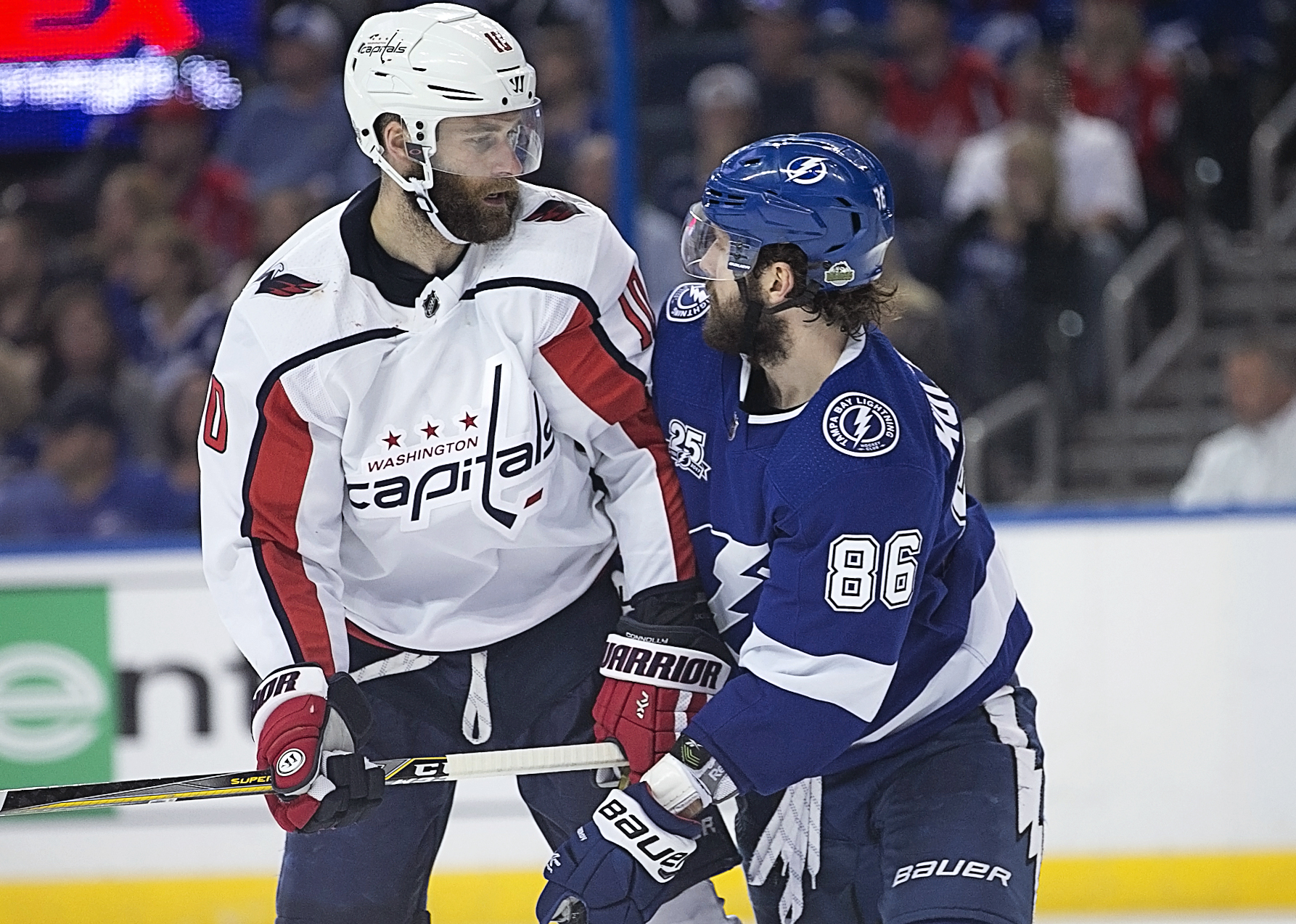 Former Bolt Brett Connolly looks down on Kucherov./CARMEN MANDATO