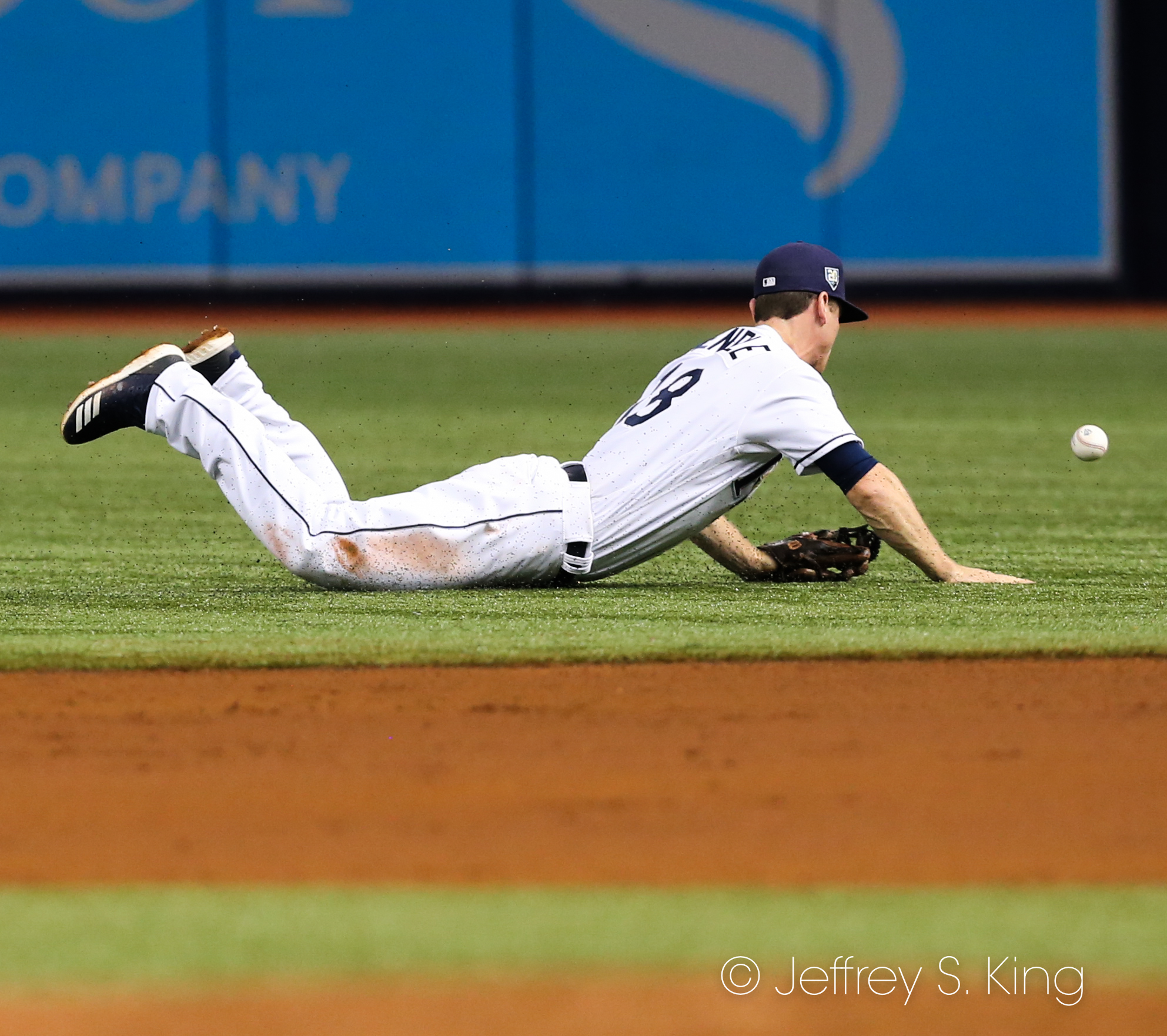 Wendle dives, but can't corral the ball./JEFFREY S. KING