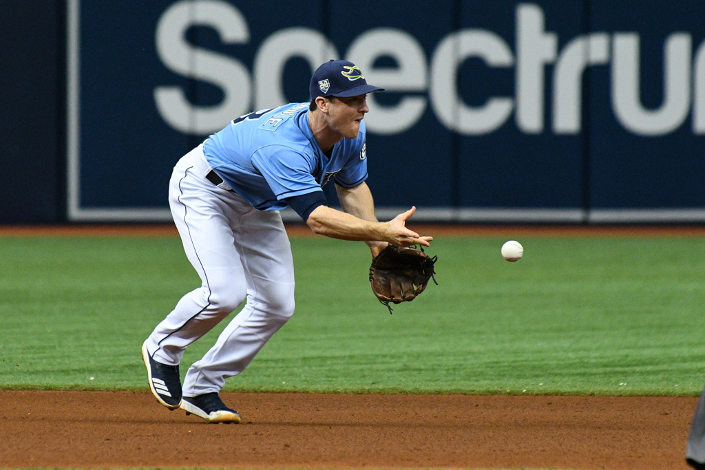 Wendle makes a play at shortstop for the Rays./JAMES LUEDDE