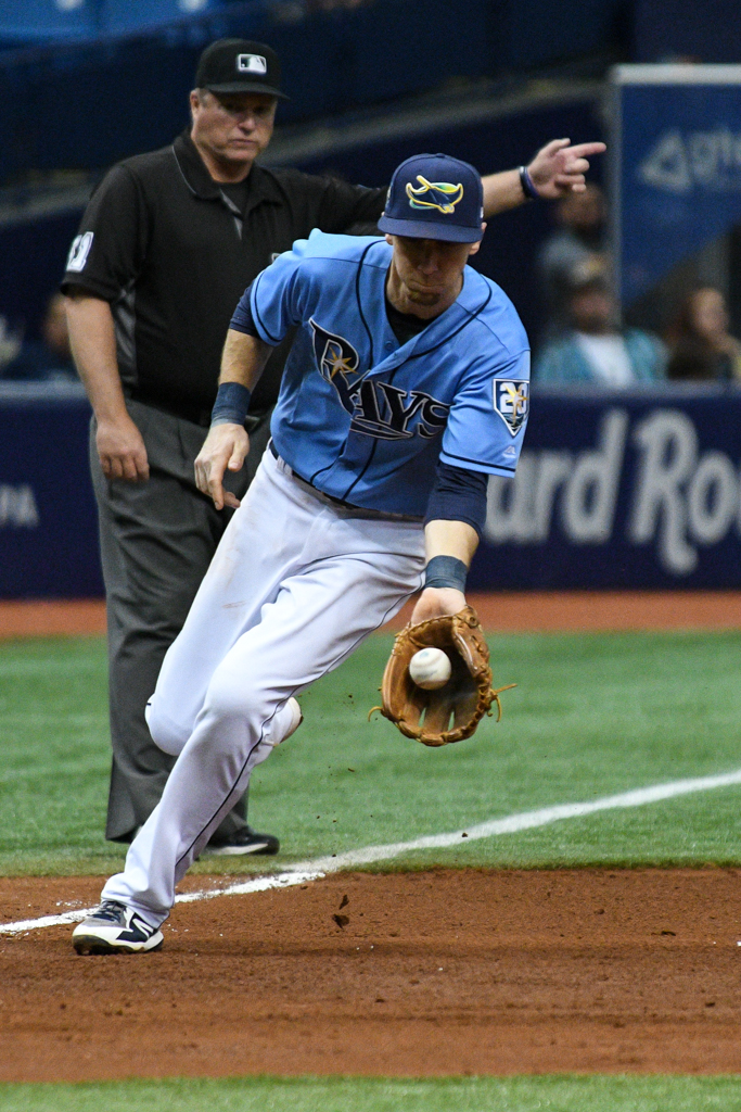 Matt Duffy makes a play at third for the Rays./JAMES LUEDDE