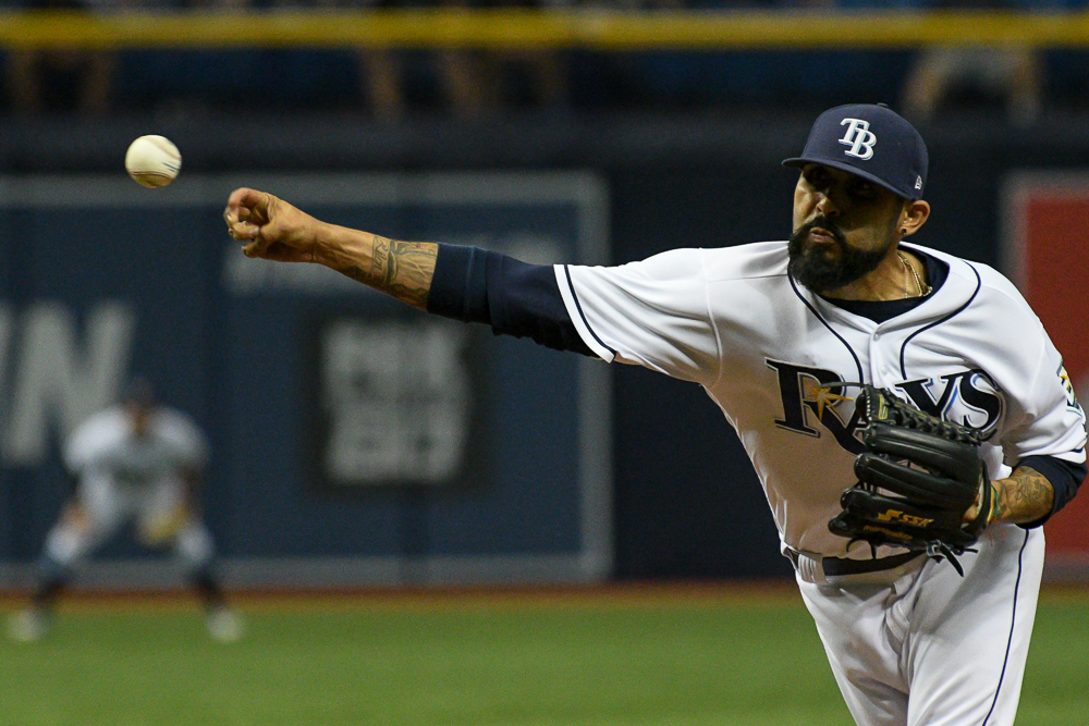 Romo closes pitching for the Rays against the Yankees./JAMES LUEDDE