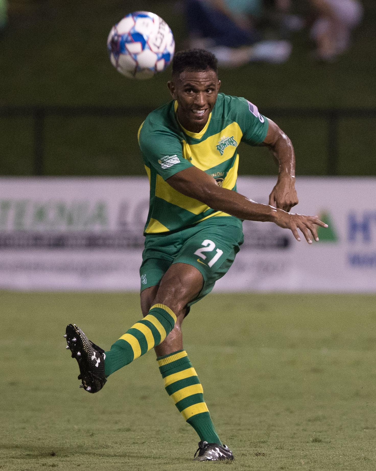Ivan Magalhaes kicks the ball./STEVEN MUNCIE